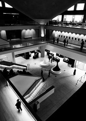 Inside the Design Musem (Mr Exploding) Tags: thedesignmuseum kensington kensingtonhighstreet london w8 monochrome blackandwhite architecture foyer