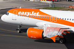 G-EZWD easyJet Airline A320-200 London Luton Airport (Vanquish-Photography) Tags: gezwd easyjet airline a320200 london luton airport eggw ltn lutonairport vanquish photography vanquishphotography ryan taylor ryantaylor aviation railway canon eos 7d 6d 80d aeroplane train spotting londonluton londonlutonairport