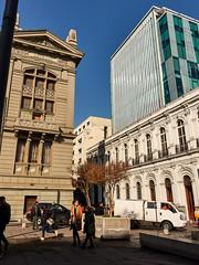 DSC06044 (nicolasyaikin) Tags: sony sonyrx100 rx100 rx100v sonyrx100v santiago chile street streetphoto building architecture