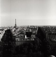 (Ah - Wei) Tags: bronica ectl 120 6x6 aristaeduultra400 bw film paris street