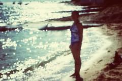 Never let me go (Mister Blur) Tags: chicxulub yucatán méxico summer beach sea ocean waves verano playa mar océano florencethemachine neverletmego desenfoque blur blurry dots mygirl nikon d7100 nikkor lens 55200 snapseed rubén rodrigo fotografía