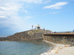 Chapelle Saint-Vincent (Kaeko) Tags: collioure france town resort ocean sea vacation holiday people chapellesaintvincent chapelle chapel cross travel trip europe