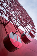 Red Pods Go (Los Paseos) Tags: osaka japan ferriswheel red hepfive