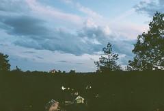 Skymning med dramatiska moln