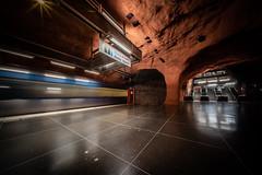 Tunnelbanestation Rådhuset (Ni1050) Tags: sony ni1050 stockholm tunnelbanestation tunnelbana stockholms län schweden se sweden sverige voigtlanderheliarhyperwide10mmf56 10mm ww voigtländer ilce7rm2 a7rm2 a7rii ninicrew ninis 2019 rolltreppen up kungsholmen tube metro subway u underground t art langzeitbelichtung slowshutterspeed long exposure times rådhuset