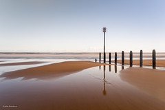 Simply reflections (He Ro.) Tags: 2018 northumberland beach simple groyne simplicity england uk eastcoast sand reflections northsea sea nordsee strand ruhig coast blyh southbeach landscape seascape water longexposure lzb minimalist
