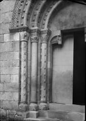 Monumentos Nacionais. Porto, Portugal (Biblioteca de Arte-Fundação Calouste Gulbenkian) Tags: fundaçãocaloustegulbenkian gulbenkian bibliotecadearte biblioteca arte márionovais mário novais monumentosnacionais monumentos nacionais igrejadesãopedroderoriz igreja sãopedroderoriz santotirso portal porto portugal