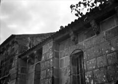 Monumentos Nacionais. Porto, Portugal (Biblioteca de Arte-Fundação Calouste Gulbenkian) Tags: fundaçãocaloustegulbenkian gulbenkian bibliotecadearte biblioteca arte márionovais mário novais monumentosnacionais monumentos nacionais igrejadesãocristovãoderiomau igreja sãocristovãoderiomau cachorrada porto portugal