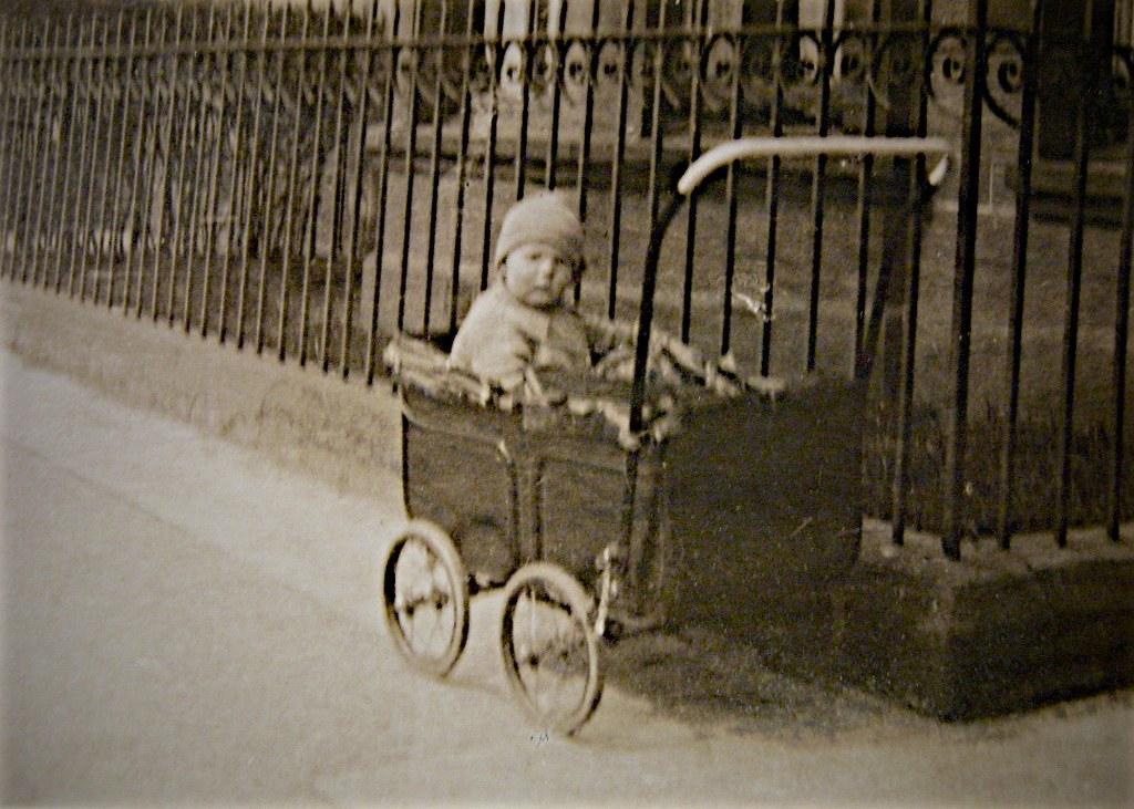 Una Gillies, Niddrie Street, Queens Park, Galsgow, late 1926.llies1926