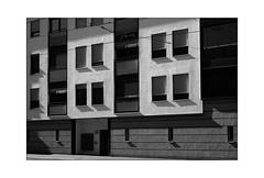 Frankfurter 36 (Armin Fuchs) Tags: arminfuchs lavillelaplusdangereuse würzburg house architecture stripes light shadows zellerau niftyfifty