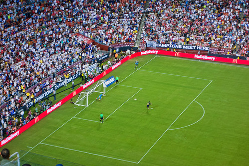 Isco launches successful penalty kick for RMCF vs Arsenal at FedEx