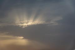 Rayos matinales (Jesús Carmona) Tags: amanecer bruma hacho levante nube