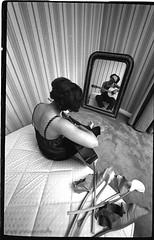ines et la guitare (villatte.philippe) Tags: ines guadeloupe antilles black chanteuse glamour sexy nb tits boobs girl ebony afriquaine afrique women woman guitare fleur arhum