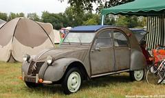 Citroën 2CV 1957 (Wouter Bregman) Tags: 967ep41 citroën 2cv 1957 citroën2cv 2pk eend geit deuche deudeuche ribbelkap célébrationcentenairedecitroën célébration centenaire 2019 lafertévidame 28 eureetloire eure et loire france frankrijk vintage old classic french car auto automobile voiture ancienne française vehicle outdoor
