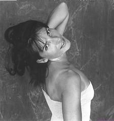 sarah (villatte.philippe) Tags: sarah portrait nb glamour argentique studio flash argentic nikon f5 sexy brune