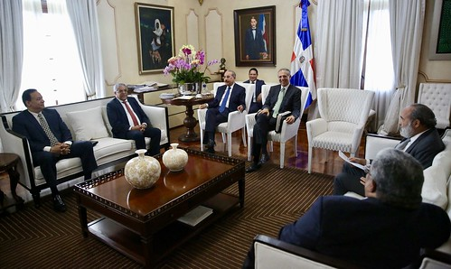 Presidente Danilo Medina recibe informe sobre avances construcción nuevos hospitales