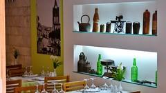Restaurant in Funchal (Sanseira) Tags: funchal madeira restaurant regal beleuchtet flaschen deko