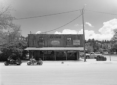 Capt'n Ron's Rodeo Bar (LarsHolte) Tags: pentax 645 pentax645 645n 6x45 smcpentaxa 35mm f35 120 film 120film analog analogue kosmo foto mono 100iso mediumformat blackandwhite classicblackwhite bw monochrome filmforever filmphotography ishootfilm d76 larsholte homeprocessing usa wyoming hulett architecture western