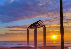 Sol y luna, atardecer. Sun and moon- Sunset. (In Dulce Jubilo) Tags: sol luna sun moon atardecer sunset cádiz playa beach paisaje panorámica landscape nubes clouds naturaleza nature fotografía photography travel viaje andalucia andalusia espagne spain españa spanien