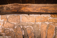 In den Gassen von Morcote --- In the alleys of Morcote (der Sekretär) Tags: backsteine balken cantonticino decke detail holz kantontessin mauerwerk morcote mörtel schweiz stein steine switzerland tessin ticino ziegel ziegelsteine alt beam brick bricks ceiling closeup gemauert lasuisse mortar old stone wall wood