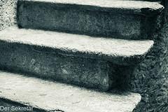 Alte Aussentreppe --- Old staircase (der Sekretär) Tags: aussentreppe cantonticino detail kantontessin morcote schweiz stein stufen switzerland tessin ticino treppe treppenstufe abgeblättert abgebröckelt alt bröcklig closeup fliers lasuisse old stairs step steps stone verwittert weatherbeaten weathered