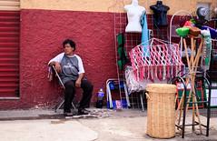 Venta de artículos para el hogar (Marcos Núñez Núñez) Tags: street streetshot streetphoto streetpeople streetcolor streetphotography colorstreet color tuxtepec oaxaca mx canon80d national