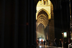 Pieux (Atreides59) Tags: lille nord france treille cathédrale église church jaune yellow lumière light people pentax k30 k 30 pentaxart atreides atreides59 cedriclafrance histoire history