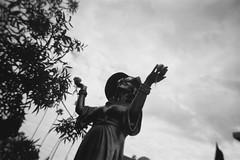 Mama Irene (tobysx70) Tags: rollei single use disposable plastic camera 35mm 135 blackandwhite bw film rollfilmweek july 2019 mama irene hollywood forever cemetery santa monica blvd boulevard angeles la california ca guadagno sculpture statue memorial grave flowers hat sunglasses pasquale rotella insomniac edc route 66 rt rte notonlywassheperfectshewasitalian day3 toby hancock photography