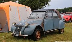 Citroën 2CV 1960 (Wouter Bregman) Tags: ssj952 citroën 2cv 1960 citroën2cv 2pk eend geit deuche deudeuche blue bleu célébrationcentenairedecitroën célébration centenaire 2019 lafertévidame 28 eureetloire eure et loire france frankrijk vintage old classic french car auto automobile voiture ancienne française vehicle outdoor