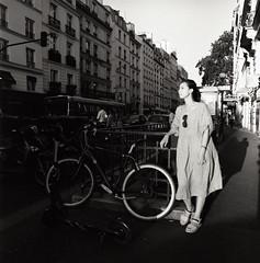 (Ah - Wei) Tags: bronica ectl 120 6x6 aristaeduultra400 bw film street people women