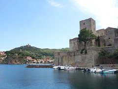Château Royal de Collioure (Kaeko) Tags: trip travel vacation holiday france town europe resort collioure castle ocean sea boat