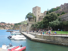 Château Royal de Collioure (Kaeko) Tags: trip travel vacation holiday france town europe resort collioure people castle boat