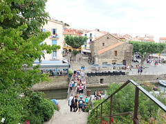 Collioure (Kaeko) Tags: trip travel vacation holiday france town europe resort collioure bridge people