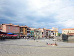 Collioure (Kaeko) Tags: trip travel vacation holiday france town europe resort collioure people beach