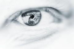 Behind blue eyes (explored) (Janette Paltian) Tags: janettepaltian sony 7iii sony7m3 prokinar zeiss projektionsobjektiv projektorobjektiv projectionlens 50mm manual vintagelens altglas selfie selbstportrait augen ires makro blue white blau weis eyes auge eye reflection spiegelung creative kreativ monochrome
