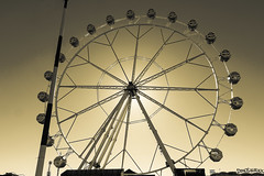 Ferris wheel (Lense23) Tags: monochrome valencia spanien spain riesenrad ferriswheel gegenlicht backlit