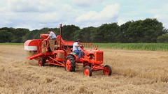 Harvesting (Duck 1966) Tags: allischalmers combineharvester harvest weeting barley