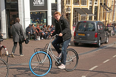 Singel - Amsterdam (Netherlands) (Meteorry) Tags: europe nederland netherlands holland paysbas noordholland amsterdam amsterdampeople candid streetscene people center centre centrum singel stach guy male boy twink bicyclette bicycle cyclist bike vélo swapfiets sneakers trainers baskets skets nike april 2019 meteorry