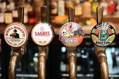 The Punch Tavern # 1 (just.Luc) Tags: tap bier beer bière signs letters lettres circles cercles cirkels kreise metal metaal pub café bar royaumeuni verenigdkoninkrijk unitedkingdom grootbrittanië grandebretagne greatbritain england angleterre engeland londen london londres