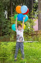 XOKA3653bs (Phuketian.S) Tags: children child birthday russia boy summer ребенок детский день рождения лес подарки шарики 4 радость счастье портрет поселок happy young portrait fun childhood phuketian forest green landscape