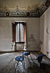 I will always remember this chair That window The way the light streams in... (pepe50) Tags: manicomio pistoia villesbertoli 2019 pepe50 urbex abandoned italy hospital abbandono ghost hunter party leisure tuscany terror hdr canon 80d tanzi lugaro toscana villaabbandonata ospedale exmanicomio urbanexplorer mad madhouse fantasmi dark buio oldmadhouse decay mistery foolish basaglia psychiatry psycoterapy psycotherapy psychotherapy flickr chairs
