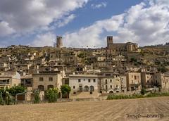 Guimerá P8081004 (tonygimenez) Tags: pueblos pueblosbonitos medievales paisaje cielo nubes olympus españa cataluña castillos edificios