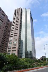 IMG_9243 (Ethene Lin) Tags: 淡水 紅樹林 大樓 藍天 白雲 玻璃帷幕 倒影