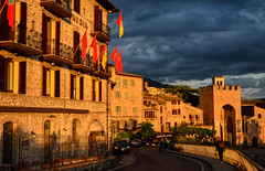 Arrivederci Assisi (Mr.Dare) Tags: assisi umbria italia italy medieval architecture building narrowstreet street flags contrada sunset sunlight dusk twilight houses