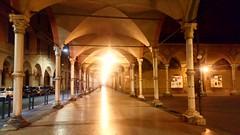 2019-07-25_08-02-38 (Ciurla) Tags: bologna notte portici luci lampione