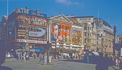 Piccadilly Circus 1958 (Riex) Tags: road street rue ville town city place plaza roundabout rondpoint london londres angleterre england uk unitedkingdom royaumeuni diapo slide film kodachrome 1958 piccadillycircus