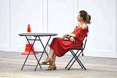 Red (Coquine!) Tags: christianleyk unitedkingdom england greatbritain red rot hot heiss summer sommer street strasse westminster westminstercathedral cone woman dress sitting frau kleid table chair london handbag