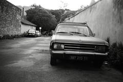 (Ah - Wei) Tags: contaxt2 kentmere400bw bw film street car