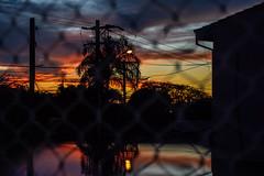 a vida é como um dia e os momentos bons um pôr do sol (thas.moreira) Tags: sunset pôrdosol