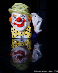 20190725 The Clown 29890 (Laurie2123) Tags: fujixt2 fujinon1855mm laurieturnerphotography laurietakespics laurie2123 odc ourdailychallenge royaldoulton theclown tobymug offcameraflash reflection